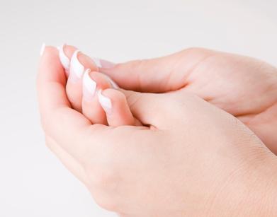 更年期以降の女性が好発年齢 ばね指の症状と原因・予防方法
